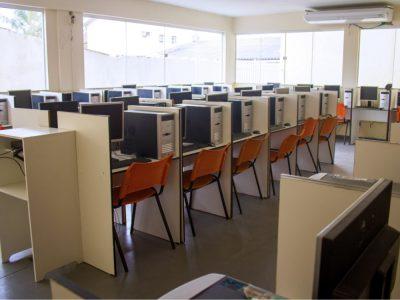laboratorio-de-informatica-faculdade-unilagos-1.jpg